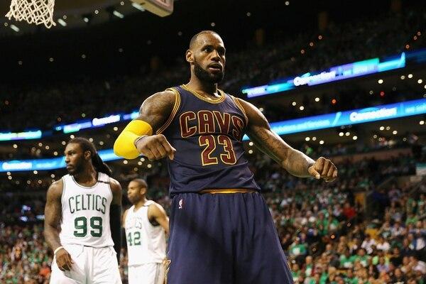 LeBron James fue la figura de los Cavaliers ante Boston.   AFP