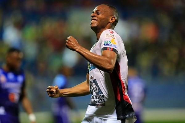 Junior Díaz es el jugador de Alajuelense más regular del Clausura 2020. En 15 partidos, el defensor registra 1.170 minutos. Fotografía: Rafael Pacheco