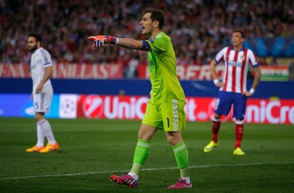 Iker Casillas, portero del Real Madrid, en el juego frente al Atlético de Madrid.