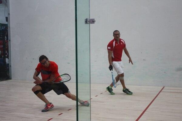Felipe Camacho (naranja) no pudo llegar a la final del torneo al caer ante el mexicano Álvaro Beltrán