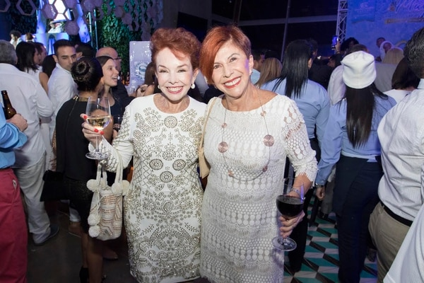 ¡Veme la belleza! Así de lindas y llenas de toda la energía llegaron Amanda Moncada y Doris Goldgewicht, su presencia es infaltable en cuanta fiesta se les cruce en sus agendas. Estas dos vuelcan a cualquiera ¡son una tromba!