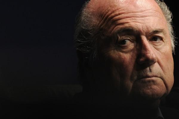 Joseph Blatter presentó su renuncia a la presidencia de la FIFA ayer, tras 17 años de ocupar la silla de mandamás.   AFP
