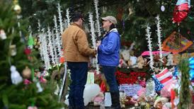 Newtown entierra a sus víctimas de matanza