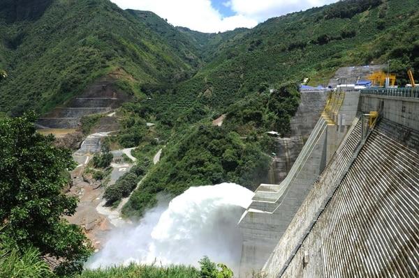 Planta Hidroeléctrica Pirrís. Cualquier generador de la región se podrá conectar con la red centroamericana.