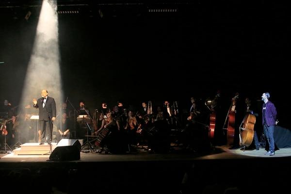 18/12/2017 Teatro Melico Salazar. Concierto con el grupo de rock español Jarabe de Palo, liderado por Pau Donés y en esta ocasión acompañado por la Orquesta Filarmónica Nacional, dirigida por Marvin Araya. Foto: Rafael Pacheco