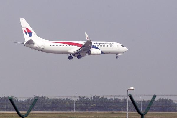 Un vuelo de Malasya Airlines llega este lunes al aeropuerto internacional de Kuala Lumpur.