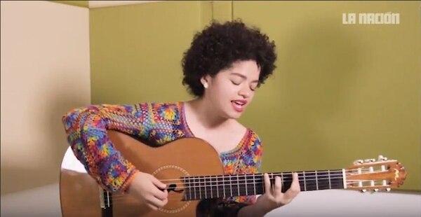 Ceshia Ubau, cantautora nicaragüense, se encargó de coordinar a distintos artistas para ofrecer conciertos en línea. Foto: Fernando Chaves/Archivo LN