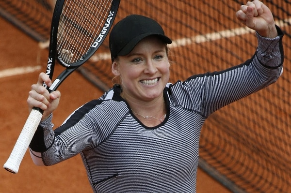 La estadounidense Bethanie Mattek-Sands celebra este jueves tras vencer a la china Li Na en el Roland Garros. / AFP