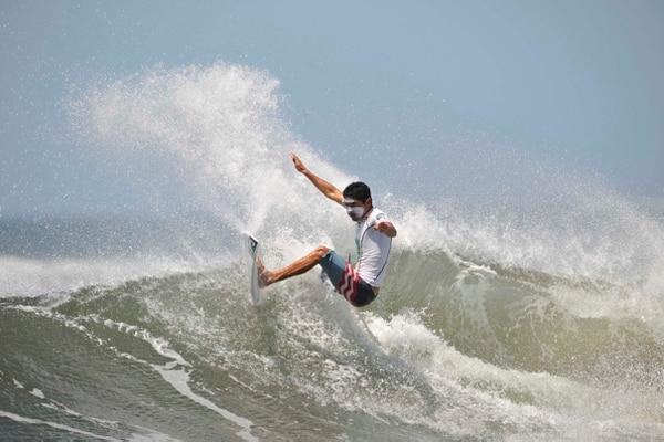 Jason Torres Ganador en la modalidad open masculino segunda fecha circuito nacional de surf en Tamarindo.