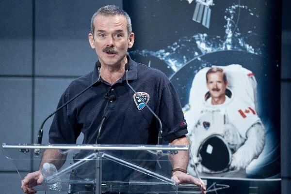 El astronauta canadiense Chris Hadfield logró acercar la vida en el espacio al gran público a través de las redes sociales. | PAUL CHIASSON/AP