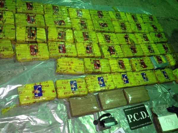 45 paquetes tenían la figura del Pato Lucas, con la letra 'C'.   PCD.