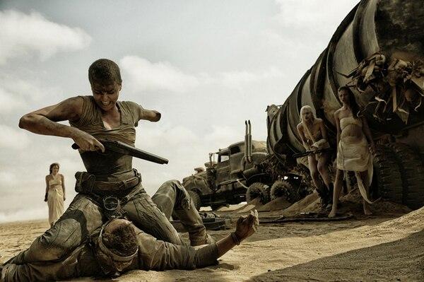 La mujer asume un papel sorpresivo y preponderante en la nueva película de Mad Max, con gran actuación de Charlize Theron. | ROLO PARA LN.