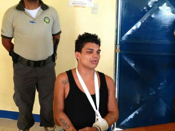 El sujeto se enfrentó a custodios más robustos que el y resultó con fractura del brazo izquierdo.