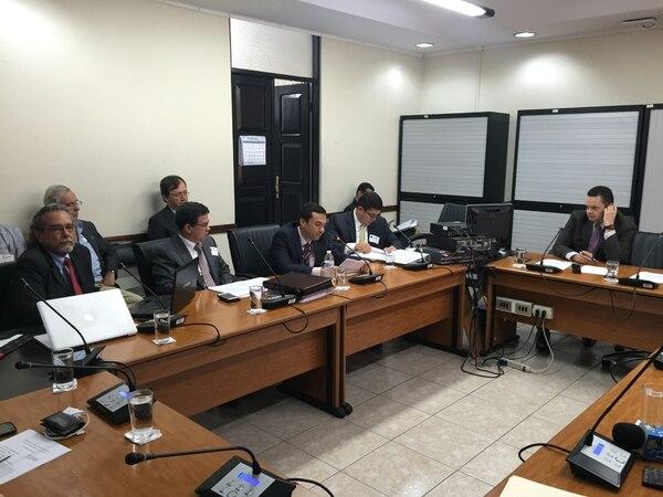 De izquierda a derecha, Julio Cedeño, gerente de la Unidad Administradora del Proyecto, y Eduardo Ramírez, José Andrés Víquez y Roy Benamburg, del BCR, comparecieron este jueves en la Comisión legislativa de Control de Ingreso y Gasto Público.