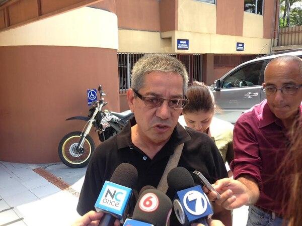 Roberto Guerrero, padre de la menor que murió en accidente de tránsito sobre la ruta 27, solicita cárcel para sospechoso, esta mañana en los Tribunales de Pavas.