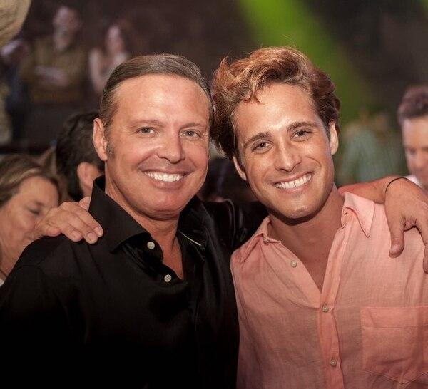 Luis Miguel junto al actor Diego Boneta, quien lo interpretó en su serie biográfica.