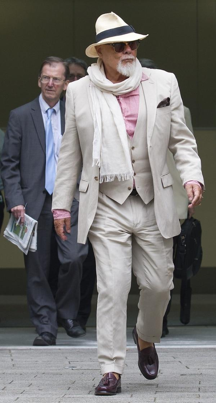 Gary Glitter fue condenado a 16 años de cárcel por delitos de abuso sexual.