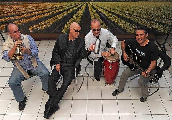 Álvaro Esquivel, Camilo Valencia, Carlos Oliva y Alexis Jiménez intervinieron en la creación y grabación del tema