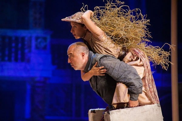 La obra se presenta en georgiano pero tiene proyección de subtítulos para describir las escenas. FOTO: Cortesía Teatro Espressivo/Fotógrafo: John Haynes.