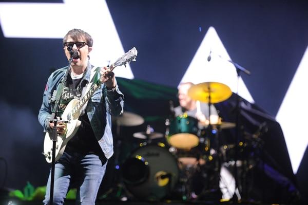 La banda Weezer salió a escena pasadas las 6:30 p. m. saludando al público en español y utilizando algunos costarriqueñismos. Foto: Jorge Navarro