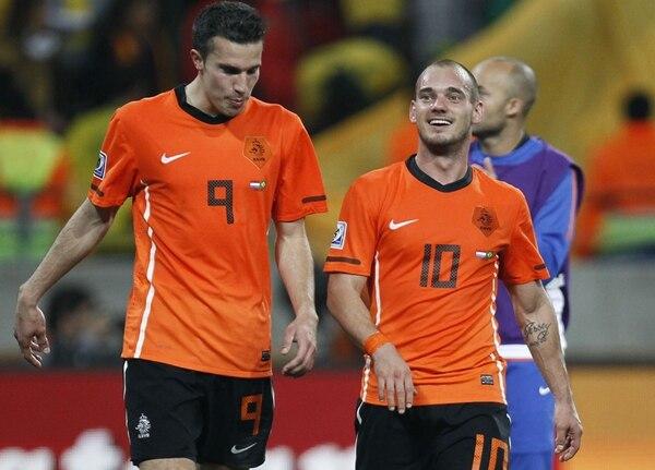 Wesley Sneijder (derecha) y Robin van Persie, son figuras de la selección de Holanda durante la pasada Copa del Mundo en Sudáfrica. | ARCHIVO
