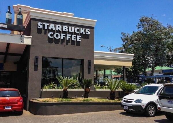 La nueva tienda de Starbucks se inauguró esta mañana en Plaza Freses, en Curridabat.