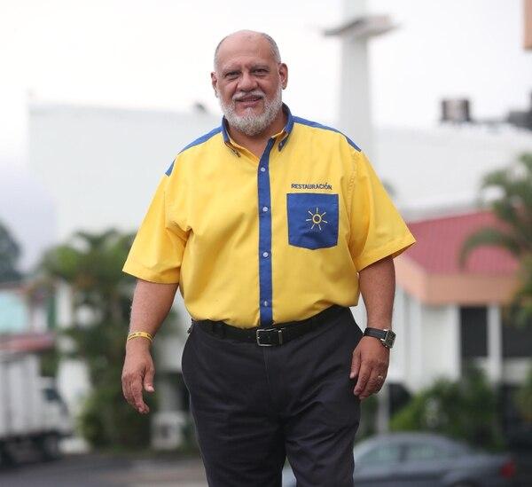 Carlos Avendaño luchará por regresar por tercera vez al Parlamento en el 2018. Este sábado, al ser elegido como candidato a diputado, dijo que Restauración Nacional piensa defender con más fuerza que nunca a la familia tradicional y el derecho a la vida.