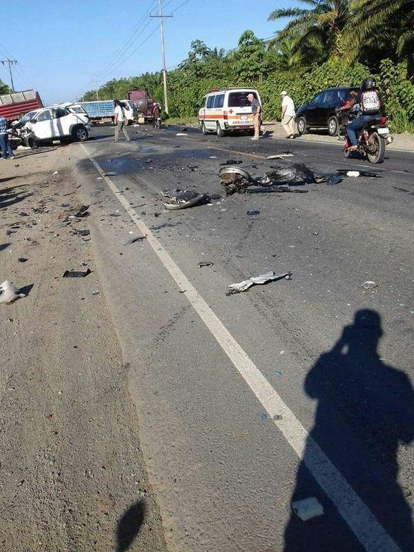 En Parrita la carretera estuvo cerrada varias horas debido a la colisión que dejó un muerto, dos heridos graves y tres heridos leves.