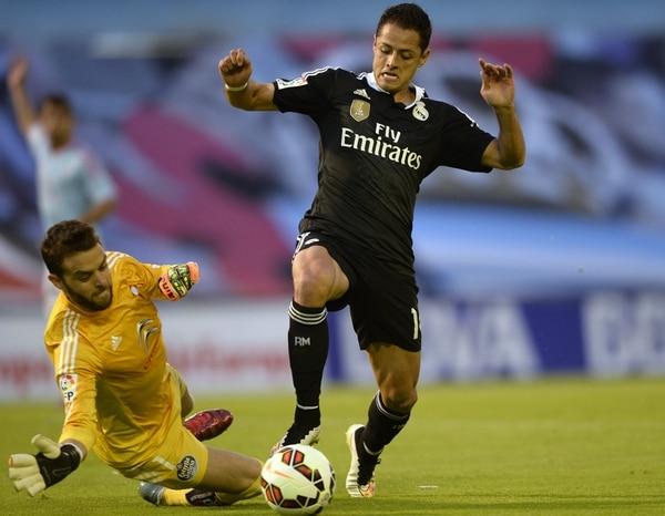 El atacante mexicano Javier Hernández (derecha) llegó al Madrid la temporada anterior en condición de préstamo proveniente del United.