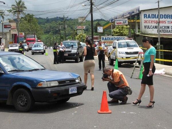 El carro dejó una huella de frenado de más de 30 metros. La menor fue impactada por el vértice delantero al lado del conductor.
