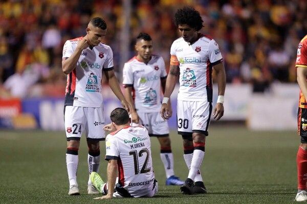 Marco Ureña se perderá varios juegos por la nueva lesión que sufrió el domingo. Fotografía: José Cordero