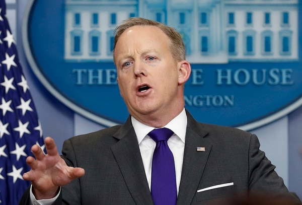 El secretario de prensa de la Casa Blanca, Sean Spicer en la conferencia de prensa diaria de este martes se refirió a la suspensión de permisos de viaje a Estados Unidos a ciudadanos de siete países musulmanes.
