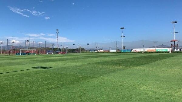 Esta es la gramilla híbrida del Centro de Alto Rendimiento en Turrúcares donde por lo general se entrena el primer equipo de la Liga. Fotografía: TMS