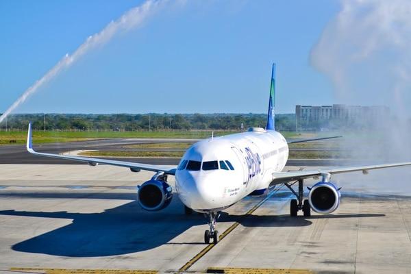 JetBlue transporta cerca de 42 millones de clientes al año a unas 100 ciudades en los Estados Unidos, el Caribe y América Latina, con un promedio cercano a los 1.000 vuelos diarios. Foto: Cortesía ICT.