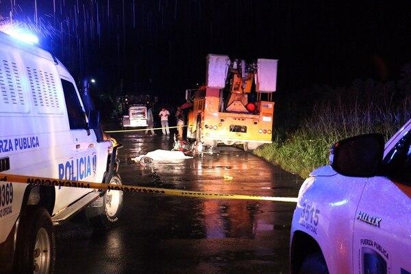 Wilson Villegas Salazar, de 33 años, perdió la vida después que chocar contra un camión del ICE que estaba estacionado a la orilla de la carretera.