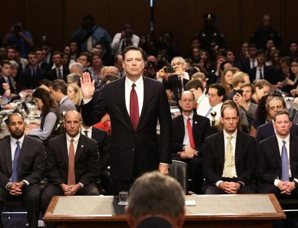 James Comey prestaba juramento antes de declarar ante el Comité de Inteligencia del Senado sobre la injerencia rusa en las elecciones del 2016. Fue el 8 de junio del 2017.