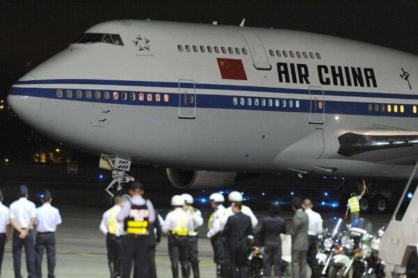 El Presidente de China aterrizó a las 7:44 p. m., en suelo tico. | JORGE CASTILLO.