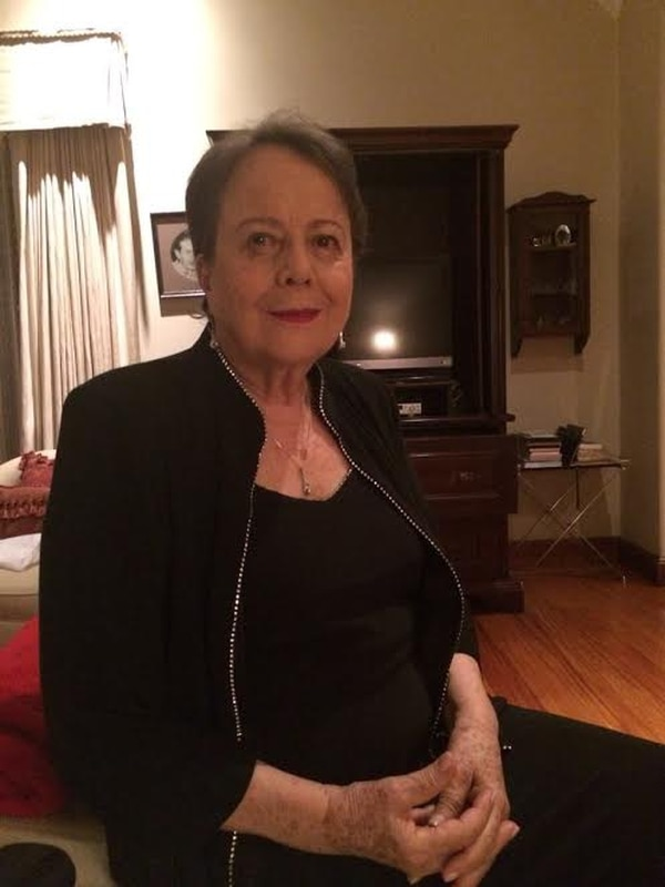"""Doña Olga Cozza de Picado no solo es la elegancia y educación personificada, ella también es una filántropa que ha dedicado casi toda su vida a diversos emprendedurismos en pro de quienes más lo necesitan. Además, es absolutamente discreta y bajo perfil, esperamos que estas líneas sean de su agrado y no transgredan su lema de """"lo que hace tu mano derecha, que no lo sepa la izquierda""""."""