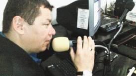Óscar López pasó del micrófono de la curul a uno  en la radio