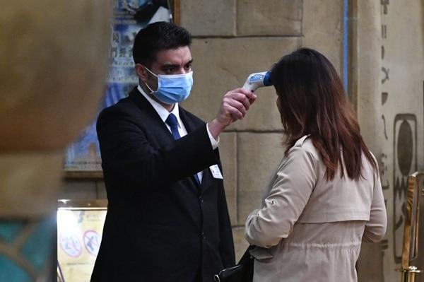"""El director de la OMS, Tedros Adhanom Ghebreyesus, instó a China a garantizar que los bloqueos a los transporte en varias ciudades sean """"de corta duración"""", en tanto intenta prevenir la propagación del virus que puede ser mortal. AFP"""