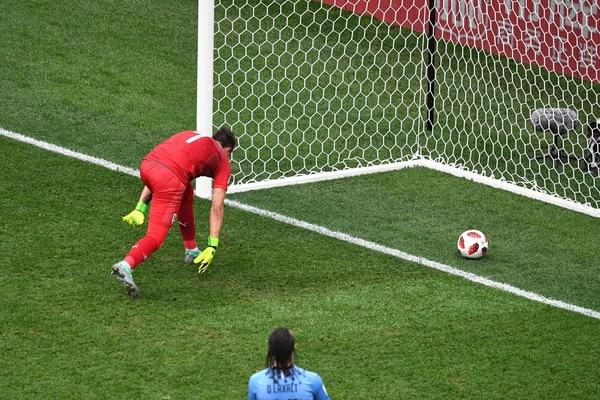 El portero uruguayo Fernando Muslera en el segundo gol de Francia en los cuartos de final de Rusia 2018. Foto: AFP