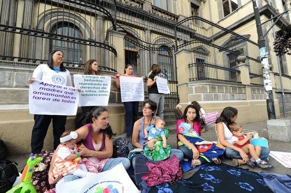 """En protesta, el martes hubo una """"mamatón"""".   JORGE CASTILLO"""