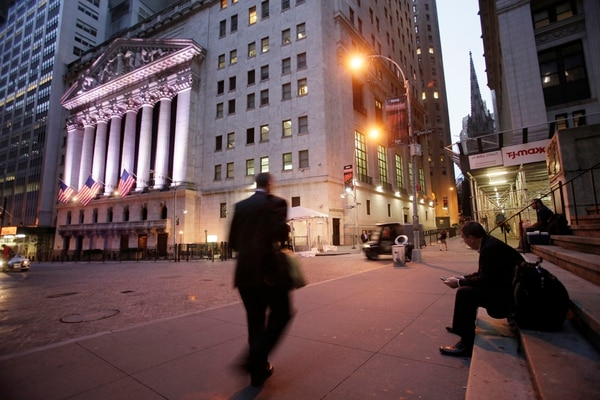 Mientras economistas en EE. UU. prevén dos años de crecimiento, Wall Street se prepara para un aumento en las tasas de interés. | AP
