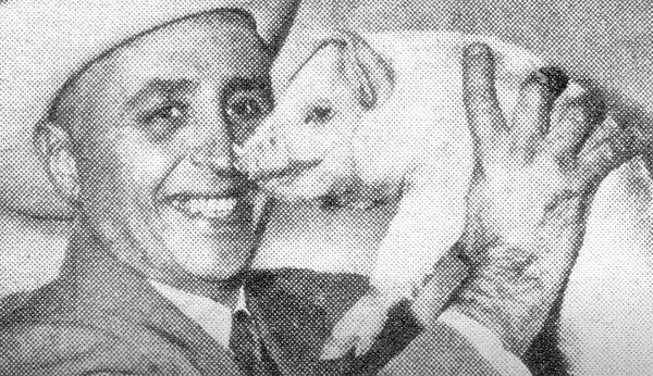 Un cerdo marcó la campaña de Henry Krajewski, quien siempre se mostró como un candidato sencillo y risueño. Captura de pantalla Youtube.