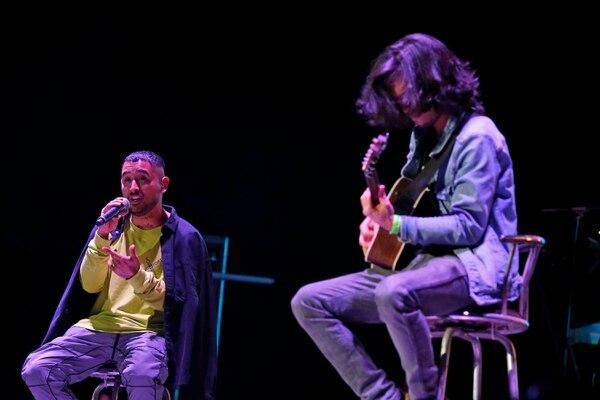 Dani Maro y el guitarrista Sebastián Vargas sorprendieron de manera positiva al público. Los ticos interpretaron obras originales de corte urbano. Fotografía: Mayela López