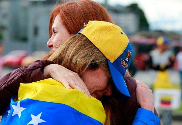Venezolanos protestan contra la elección de la Asamblea Constituyente en Venezuela, en el Monumento a los Héroes de Bogotá.