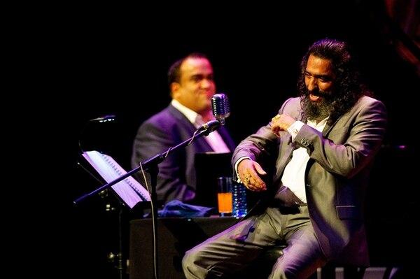Juntos. El Cigala se hizo acompañar del pianista Jaime Calabuch (al fondo). Rafael Murillo.