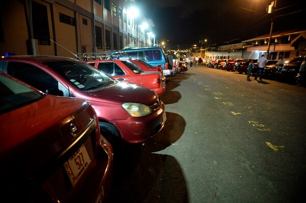 Taxistas y altos mandos del MOPT estuvieron reunidos por tres horas en el despacho del ministro Rodolfo Méndez.
