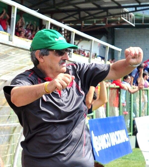 Orlando de León, técnico de San Carlos. | JOSÉ RIVERA