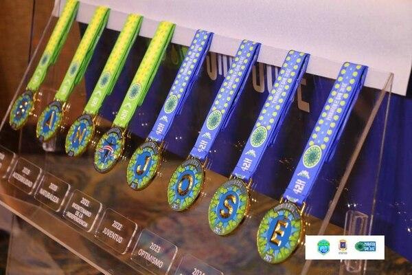 En 2018 la Maratón de San José presentó la medalla de las próximas ocho ediciones del evento. Cada medalla tiene una letra, juntas forman la palabra San José. Foto: Maratón de San José
